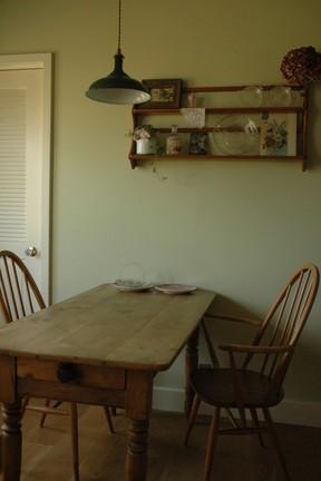 テーブルの真ん中にペンダントランプ