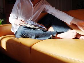 いい革のソファの質感は最高です。