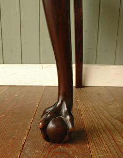 クロウ&ボールの脚