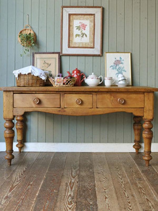 パイン材の家具