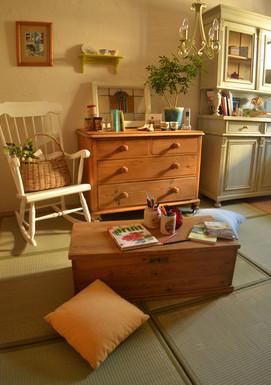 アンティークパイン材の家具